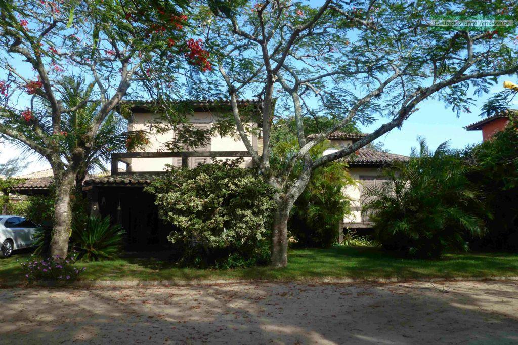 Casa em condomínio, 3 suites, 2 quartos, área privativa, juntinho da praia!