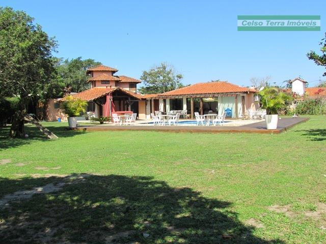 Jardim, piscina, cabana para as crianças, 4 dormitórios, 300m da praia!