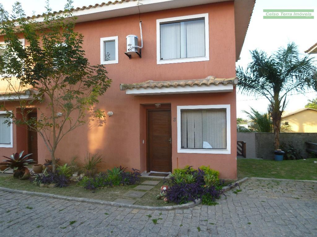Casa em condomínio, com 4 dormitórios e muito charme!