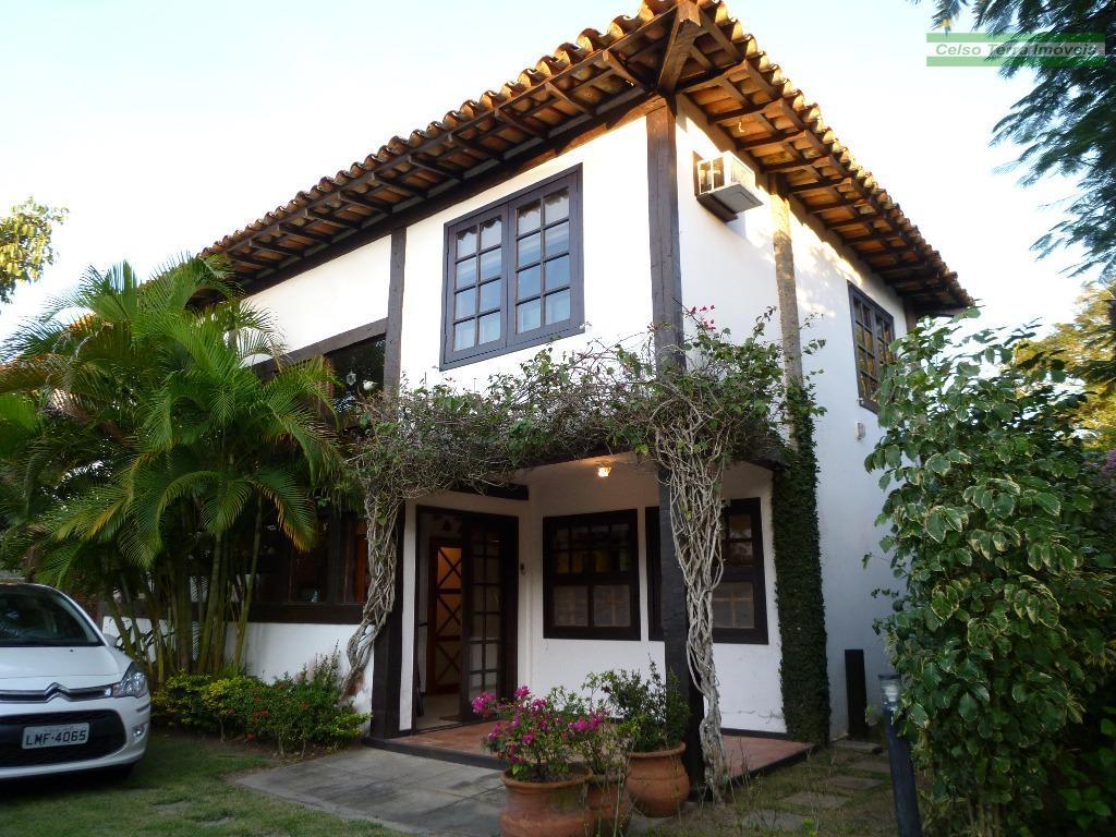 Em Manguinhos com 2 dormitórios e jardim privativo!