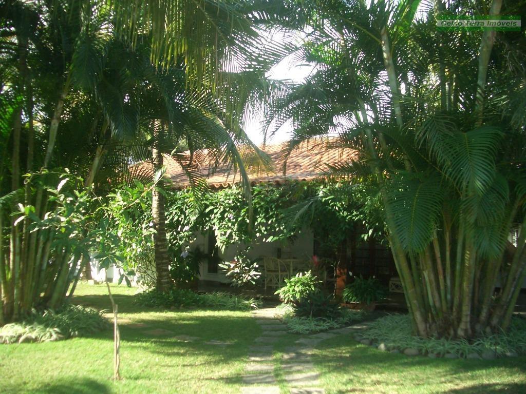 Residência com piscina e sauna privativas. Condomínio com grande área de laser. Manguinhos.