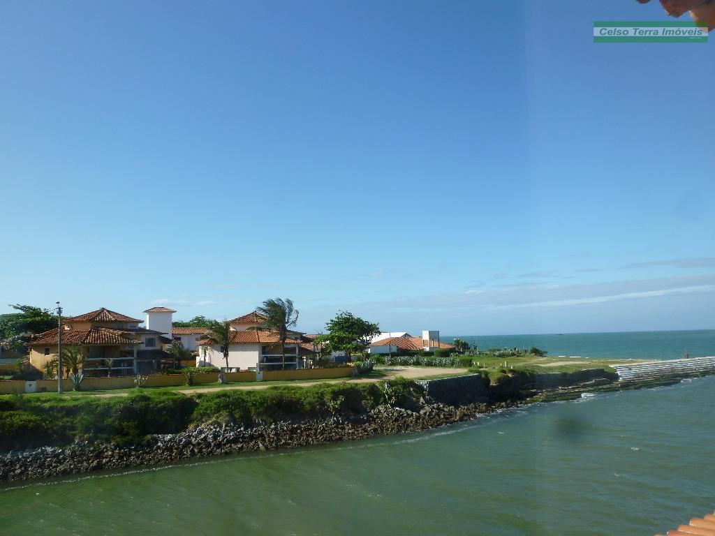Casa  em frente ao canal e na beira da praia, Marina, Armação dos Búzios.