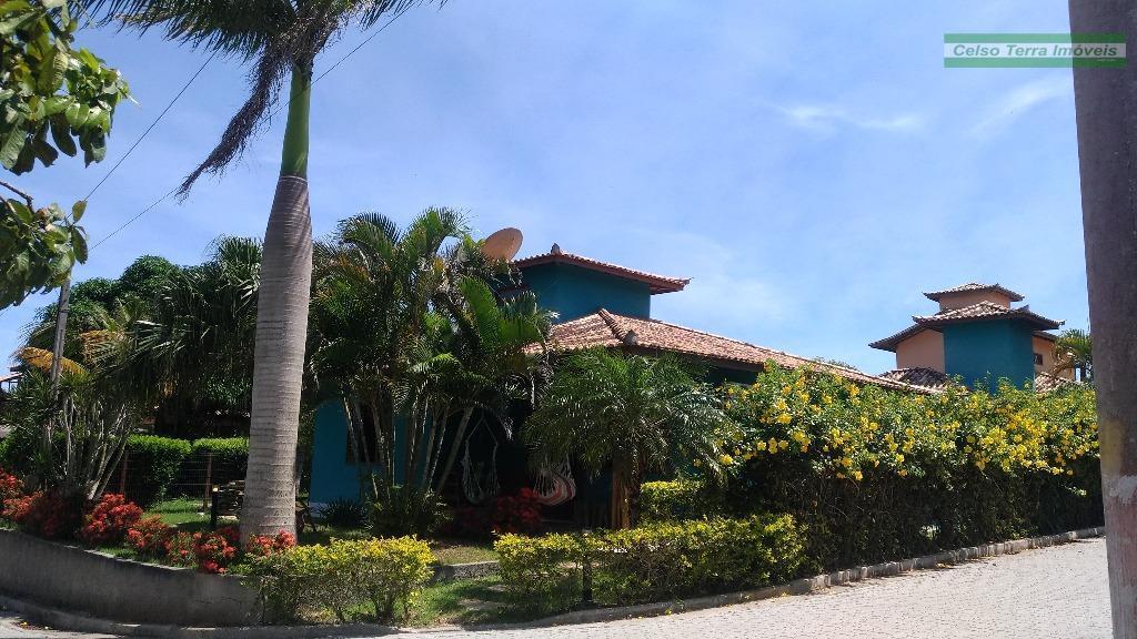 Casa em condomínio, piscina privativa!