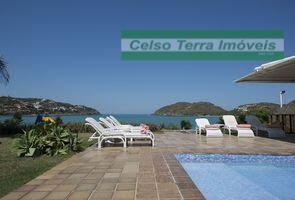 Espetacular mansão frente a Praia da Ferradura.