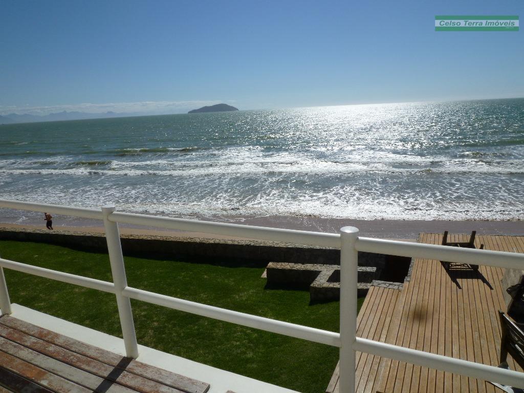 Espetacular residencia, frente a praia!