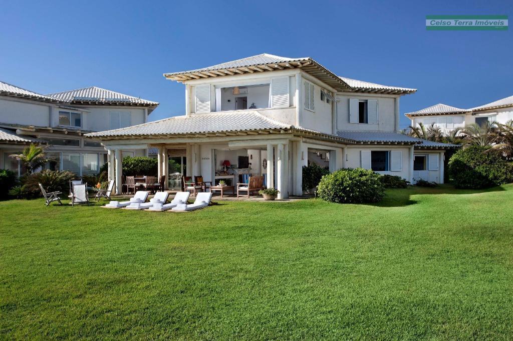 Belissima residência, frente mar, em condomínio!
