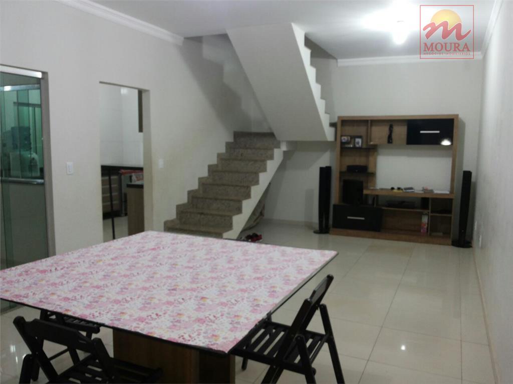 imóvel contendo garagem para 02 veículos, sala de estar e jantar, cozinha com moveis planejados, balcão...