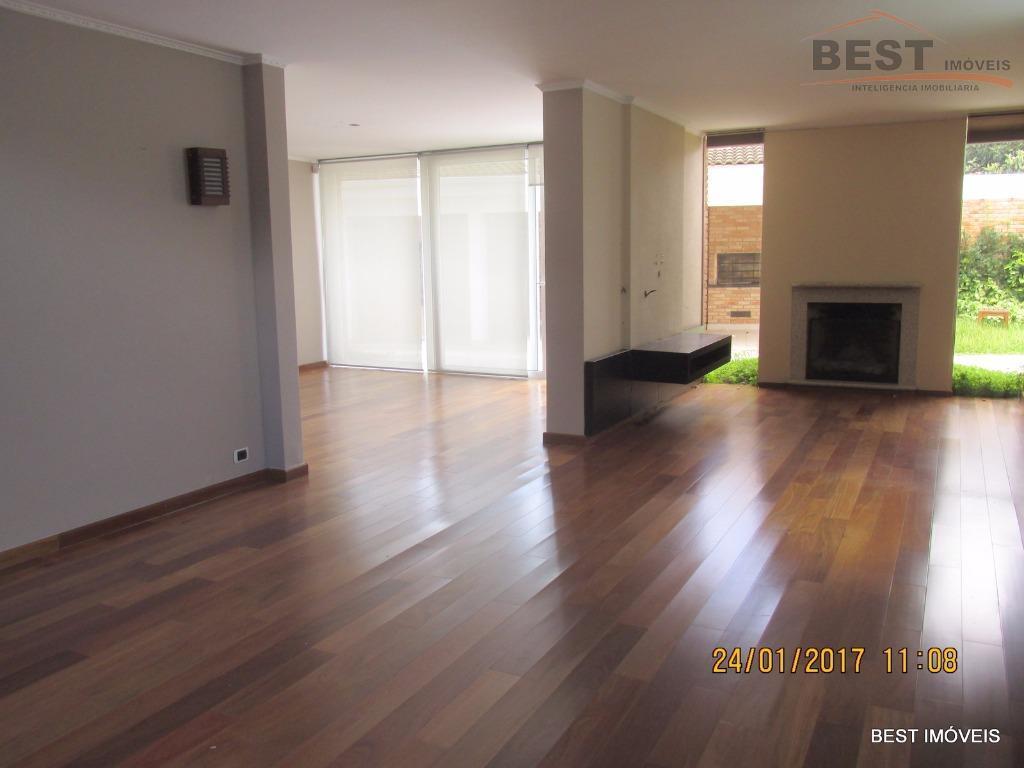 casa lindissima, moderna, ensolarada e fino acabamento, com 3 dormitórios sendo 3 suítes todos com armários...