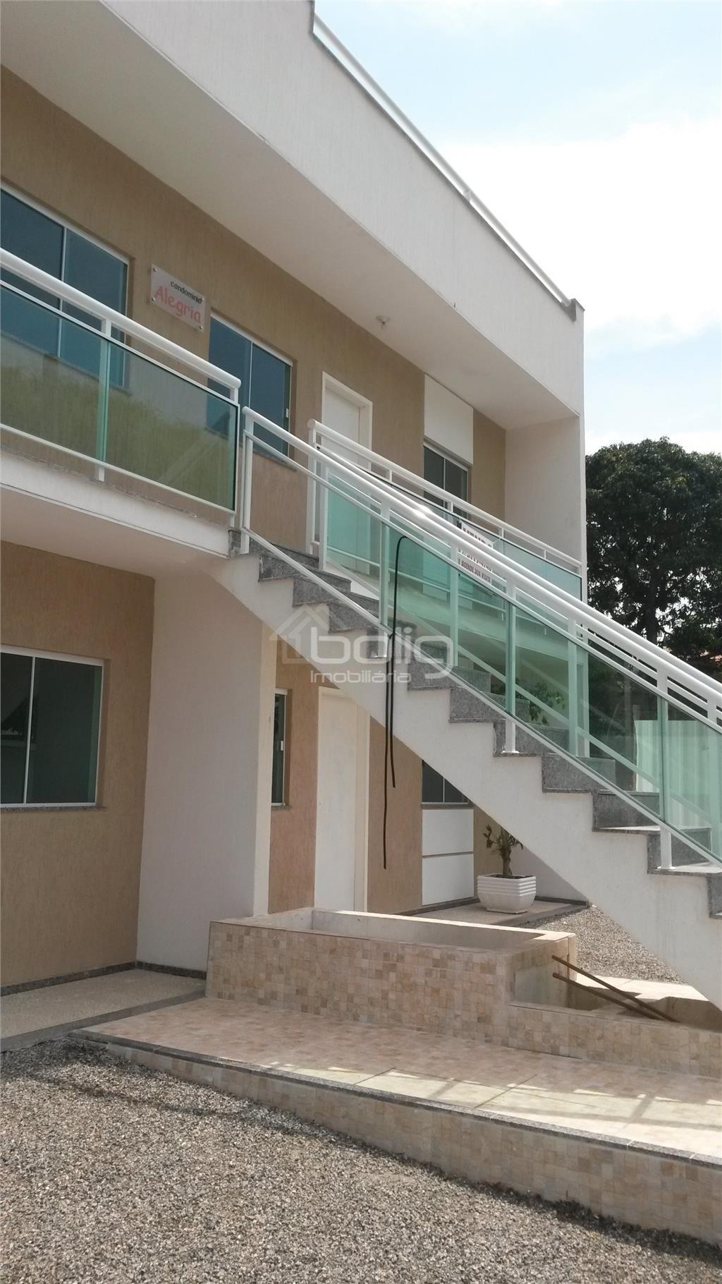 Ótimas casas tipo apartamento, de primeira locação no Colubandê,