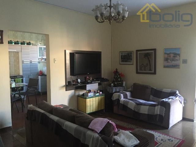 Casa duplex com 3 qts. a 5 minutos da rua da caminhada na Parada 40