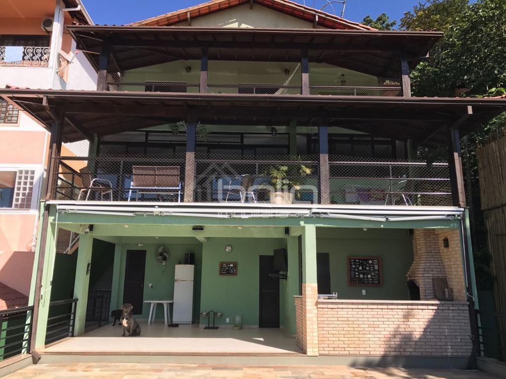 Excelente casa à venda, Condomínio fechado em Niterói  e piscina.