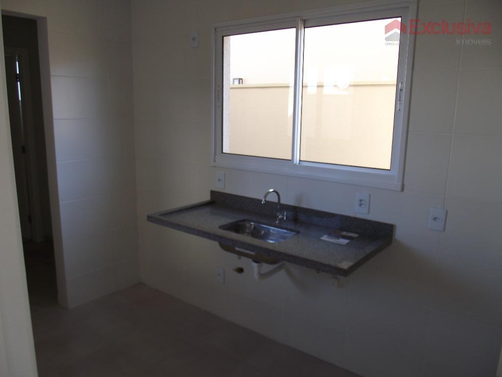 sobrado, possui 03 suítes, sala de tv/jantar, cozinha e lavanderia, w.c social e garagem p/ 02...