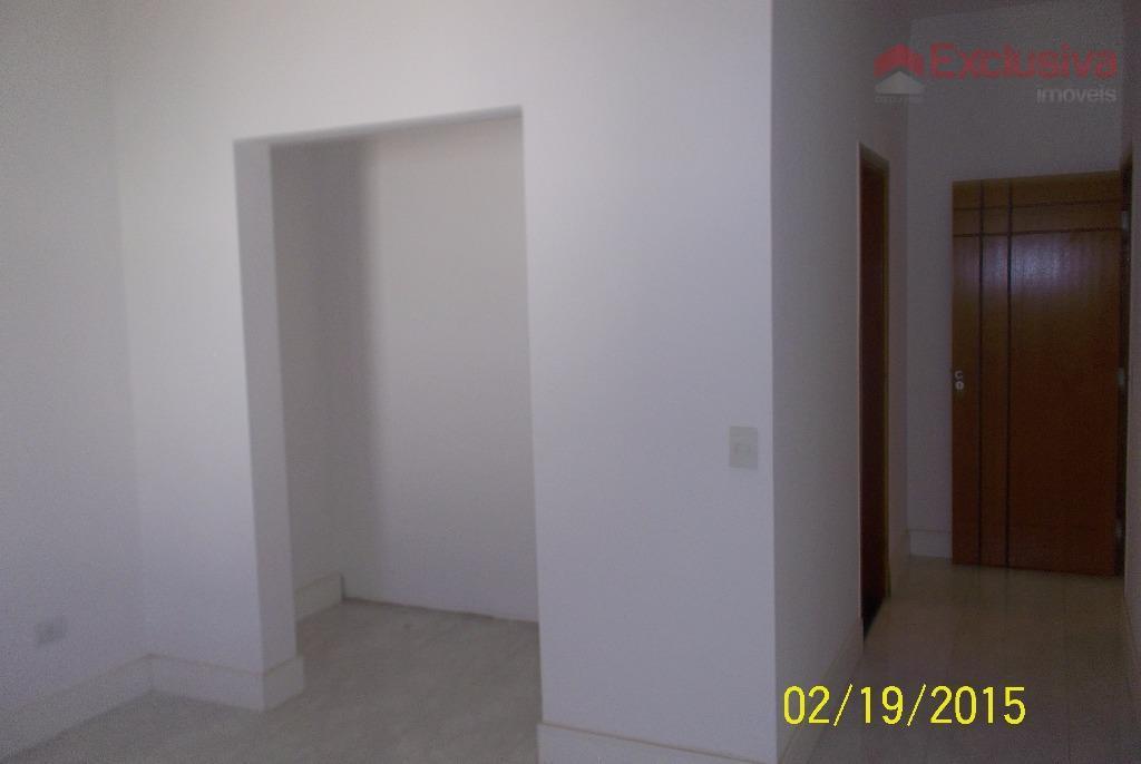 casa com 3 dormitórios, sendo 1 suíte com closet, cozinha, sala, banheiro, lavanderia, churrasqueira, quintal, 2...