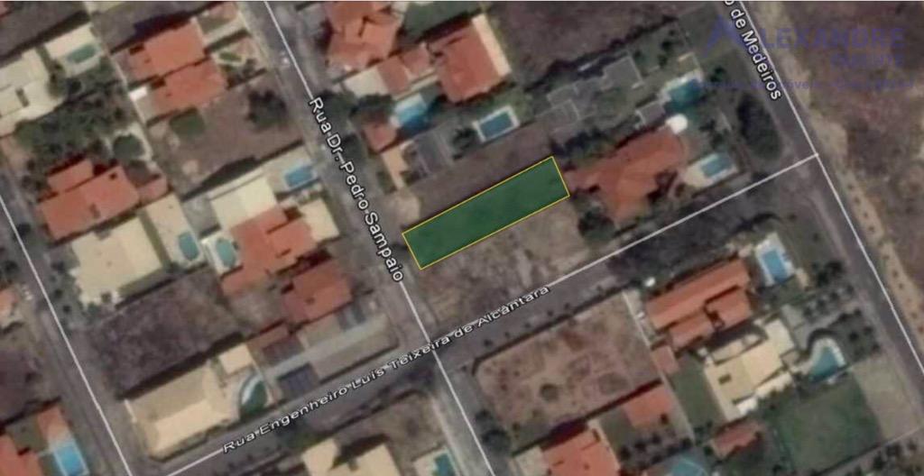Excelente terreno murado, plano, em rua calma e com boa vizinhança.