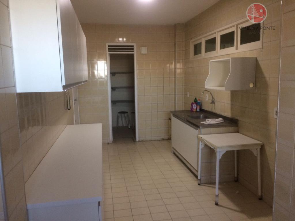 apartamento com 157,50m², 3 dormitórios sendo 1 suíte, wc social, cozinha com armarios novos planejados ,despensa,...
