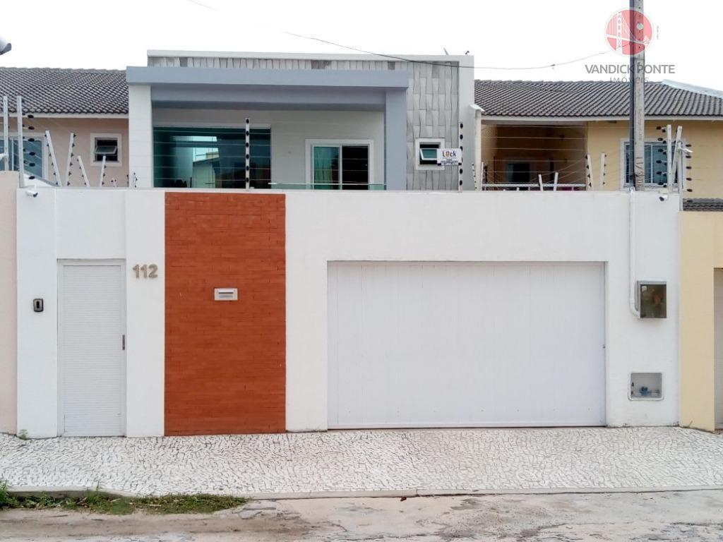 8x30 = 240 m² de terreno, 199 m² de área construída, em baixo: armários projetados em...