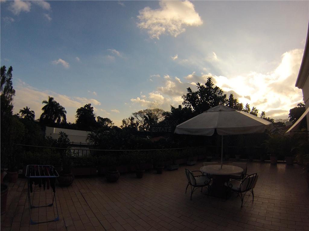 uma das mansoes mais famosas do brasil no coraçao do jardim america é colocada a venda....