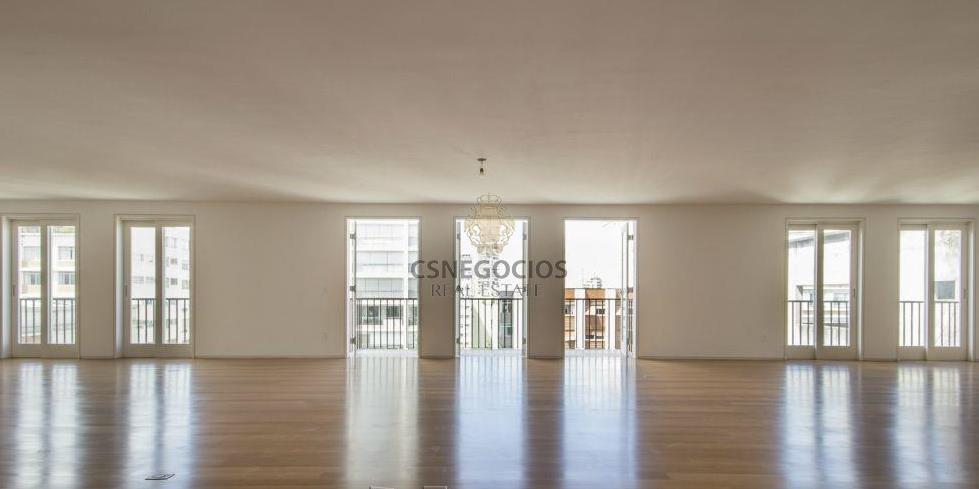 lindemberg com fino acabamento interno e rico em detalhes, recentemente reformado. planta modificada para três suites...