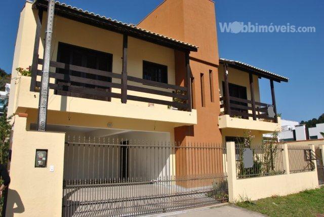 Casa na Barra, com 5 dormitórios, piscina e garagem p/ 5 car