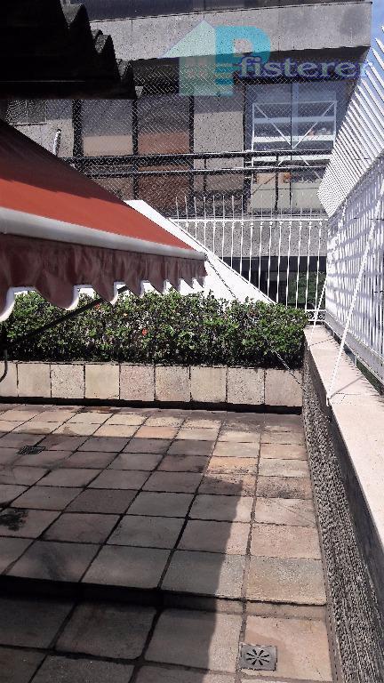 bela cobertura duplex em ipanema, juntinho da lagoa, situado na rua barão de jaguaripe em prédio...