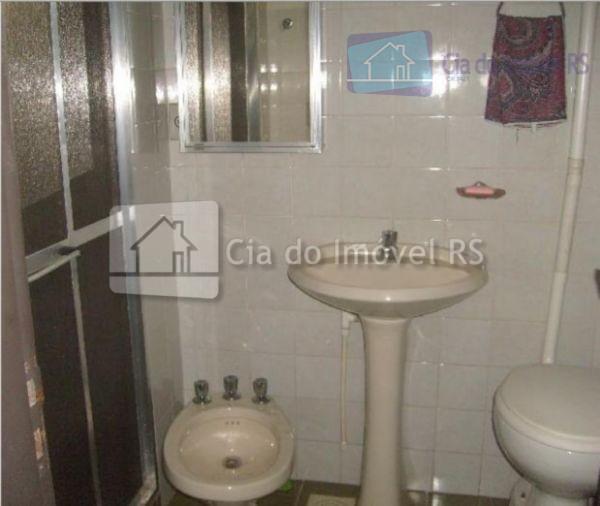 otimo predio, parte comercial com +- 300 mts quadrados, mezanino com escritório, banheiro, portões grandes ,...