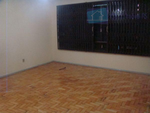 excelente casa com 03 dormitórios,sendo 01 suíte,sala ampla com lareira,sala de jantar,cozinha,garagem,patiu nos fundos com churrasqueira...