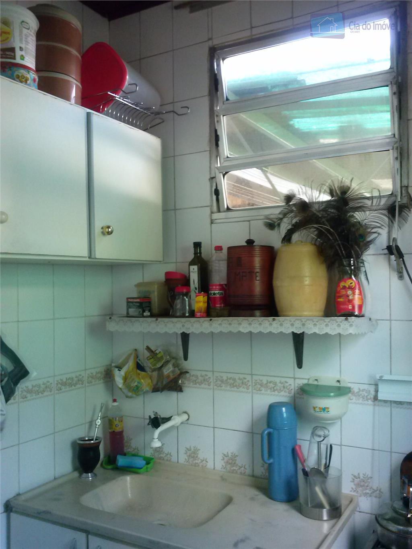 ótima casa térrea com dois dormitórios amplos, sala e cozinha bem amplas, oito vagas de garagens...