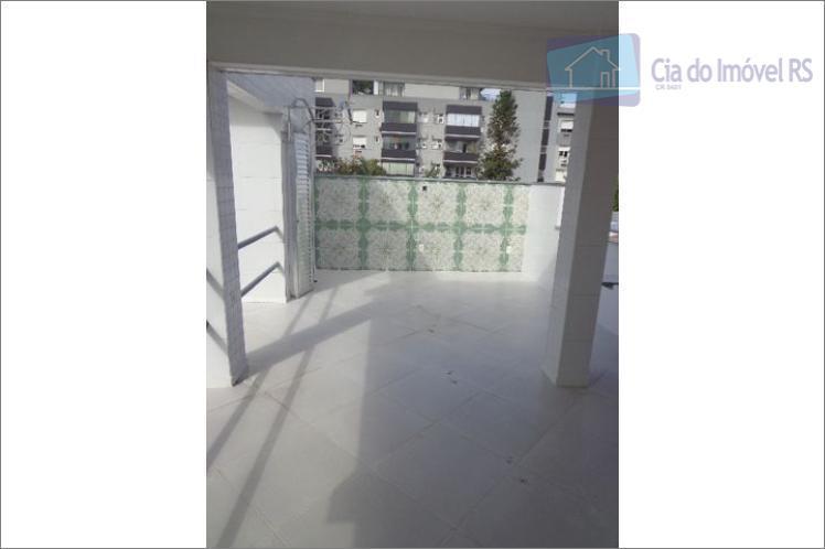 casa comercial com aproximadamente 250m2, 02 andares, 04 salas (sendo uma maior com sacada aberta), 02...
