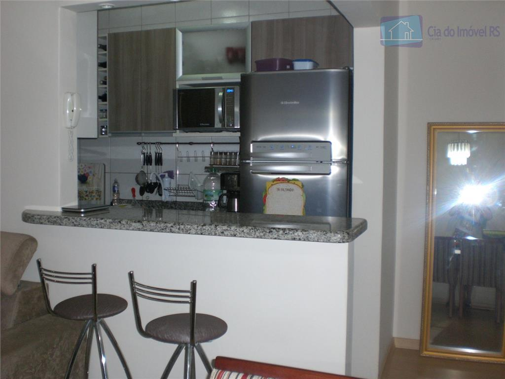 apartamento impecável, semi mobiliado, 2 dormitórios com armários, banheiro social reformado, armário modulados na cozinha, 1...