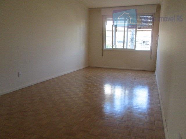 excelente apartamento com três dormitórios sala grande cozinha banheiro dependeria de emprega garagem fechada e vaga...