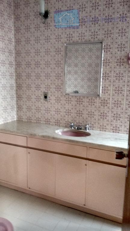 excelente casa residencial podendo também ser comercial com 245 m², 03 dormitórios, sendo uma suíte, banheiro...