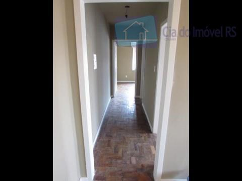 apartamento de 01 dormitório, sala, cozinha e área de serviço fechada c/ tanque, localizado no 1º...