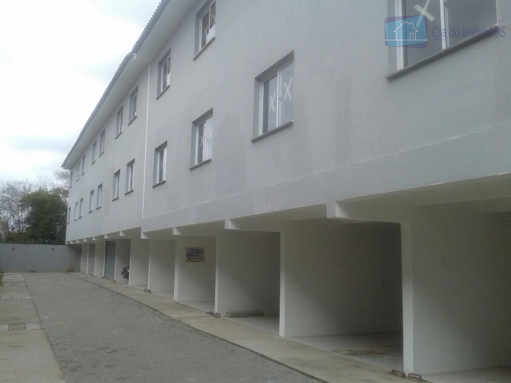 sobrado de 4 andares em condomínio fechado na zona sul de porto alegre. dois dormitórios com...