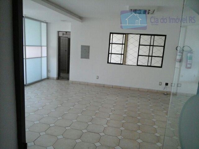 excelente pavilhão com750m²,02 escritórios , cozinha com refeitórios, 02 banheiros, vestiários, portaria 24 horas,estacionamento para clientes,segurança...