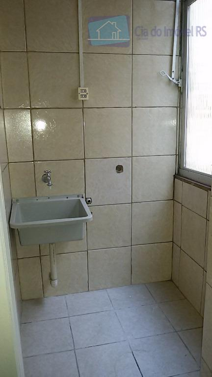 apartamento primeiro andar, com um dormitório, sala, cozinha e área de serviço separada, banheiro. localização próximo...