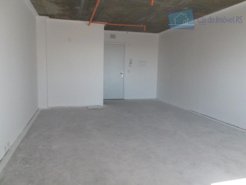 excelente sala com 40m²,banheiro,portaria 24 horas,01 vaga de garagem rotativa,otima localização,prédio novo.ligue (51) 3341.8626 e agende...