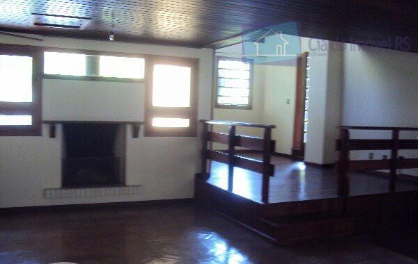 excelente casa, 03 dormitórios sendo todos suite e mobiliados, banheira de hidromassagem, split, na parte superior...