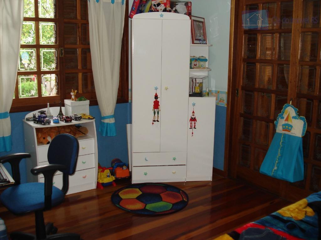 uma casa com 4 quartos, sendo uma suíte com closet de 12 m2=(tamanho de outro quarto)...