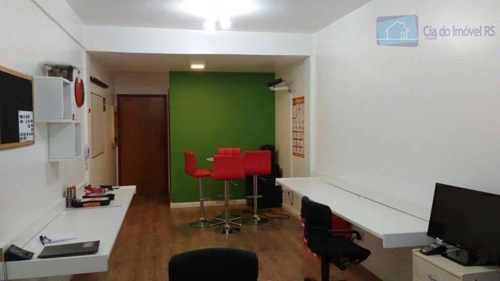 excelente sala com 38m²com moveis sob medida,banheiro,portaria com segurança da rudder,a uma quadra da av,assis brasil.ligue...