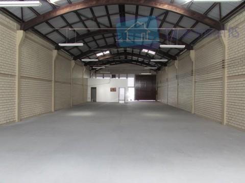 excelente depósito/galpão com aproximadamente 355m², piso concreto, escritório com 25m², piso cerâmica, 02 banheiros, pé direito...