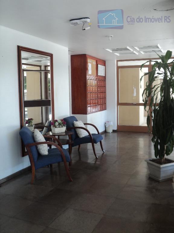 excelente apartamento com 01 dormitório,sala com sacada,de frente,cozinha,banheiro,área de serviço,01 vaga de garagem coberta,zelador,prédio com total...
