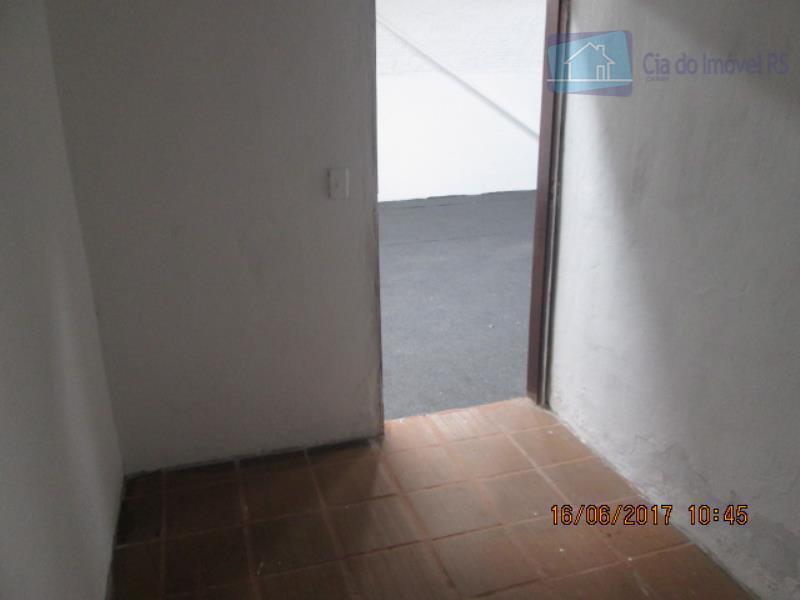 excelente deposito com 300m²,pé direito de 5metros,mezanino com escritório,03 banheiros.ligue (51) 3341.8626 e agende sua visita,...