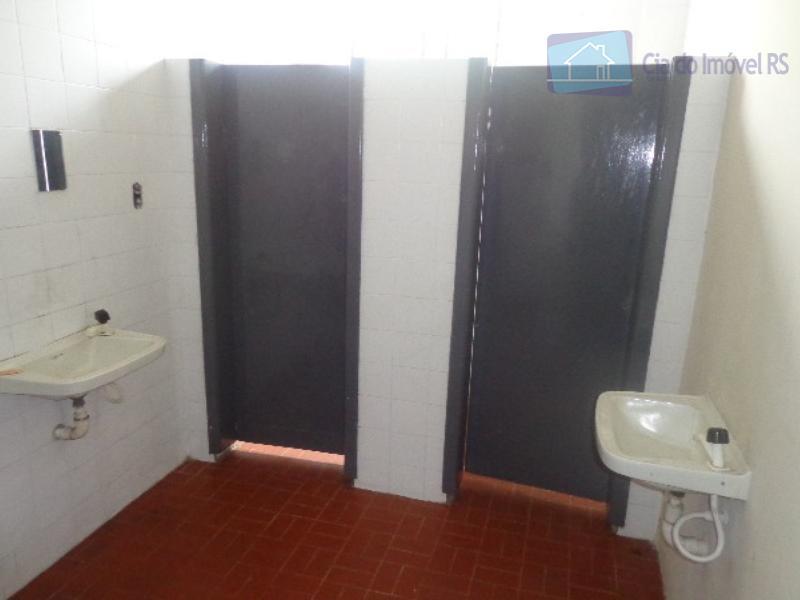 deposito com 750m² privativos, piso industrial, pe direito de 6m, andar com recepcao e escritorio, espera...