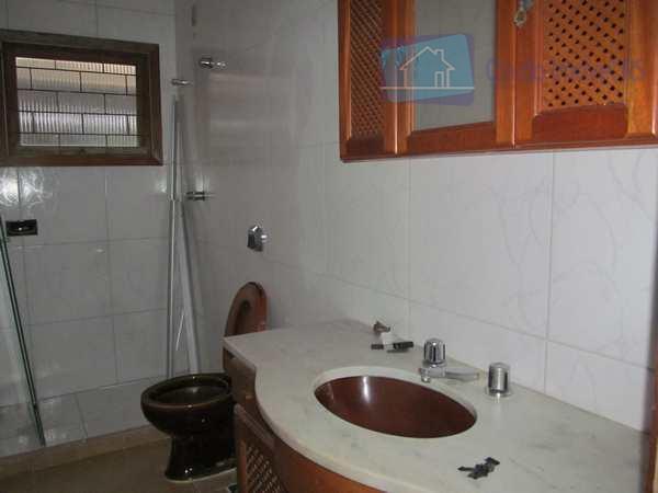 excelente casa com 03 dormitórios suite, living c/04 ambientes, em tabuão, churrasqueira no imóvel, hall, lavabo,...