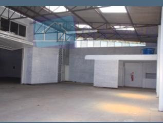 excelente depósito com 1400m²,estacionamento frontal para 8 carros e pátio interno,portão, de acesso para caminhões,elevador de...