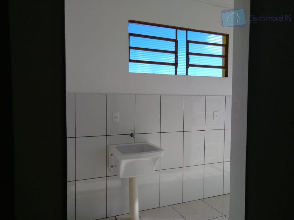 excelente casa com 02 dormitórios,sala,cozinha,área de serviços,01 vaga de garagem.ligue (51) 3341.8626 e agende sua visita,...
