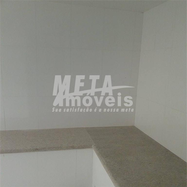 3 suítes (1 master c/ hidro e closet), sala com 61m² pé direito 6m e blindex,...