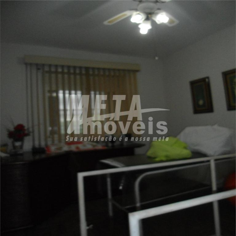 casa ótima localização, c/ 4 qtos, wc, sala, cozinha, copa, dependência completa de empregada, área de...