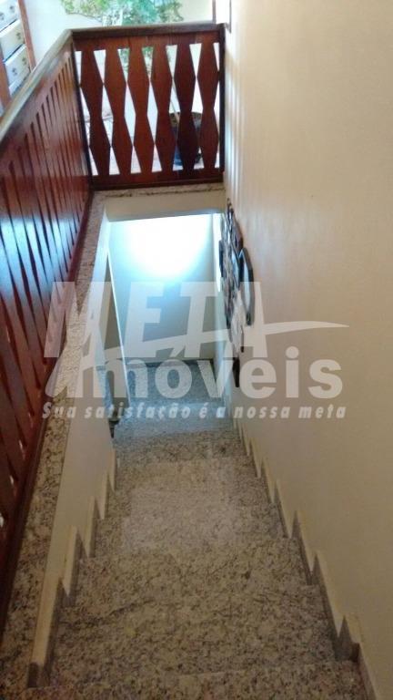 casa em localidade rural, 2 andares c/ 4 qtos(1 suíte), 3 wc, piso cerâmico, 2 salas,...