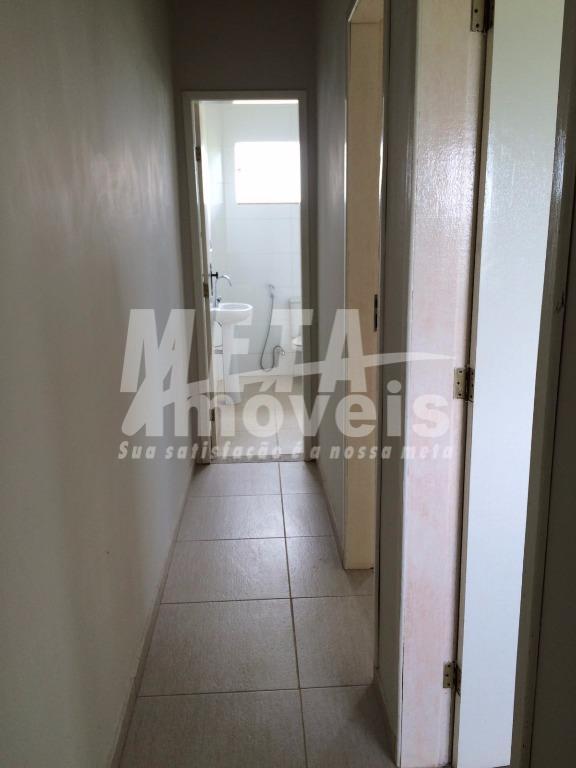 casa litoral com 2 qtos, 2 wc, piso porcelanato, sala, cozinha, área de serviço, varanda, 2...
